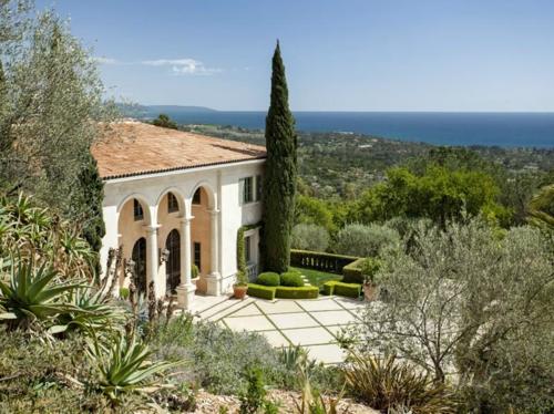 $13 Million Italian Villa Style Mansion in Montecito California 3