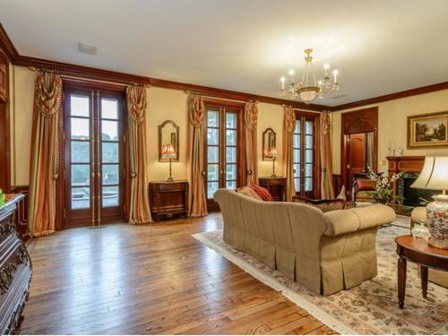 $9.9 Million Brick Georgian Manor in Old Brookville New York 4