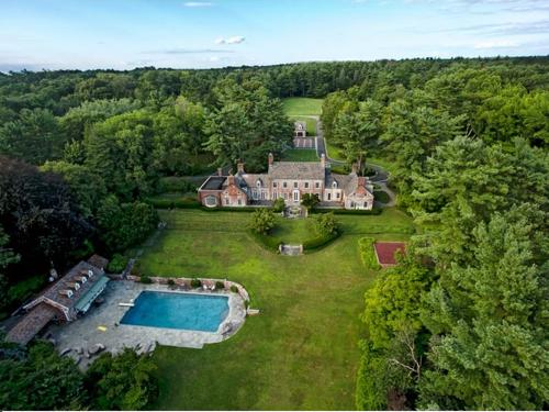 $9.9 Million Brick Georgian Manor in Old Brookville New York