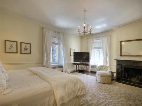 Elegantly Understated Stone Villa in Newport Rhode Island 11