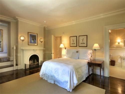 Elegantly Understated Stone Villa in Newport Rhode Island 12