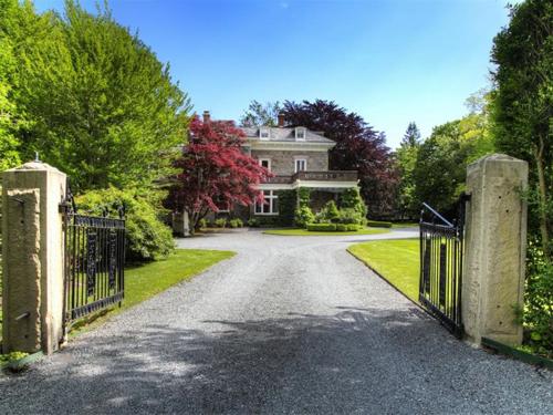 Elegantly Understated Stone Villa in Newport Rhode Island 13
