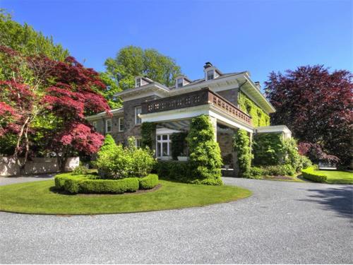 Elegantly Understated Stone Villa in Newport Rhode Island 14