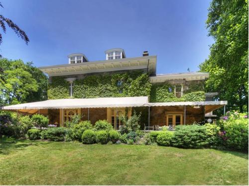 Elegantly Understated Stone Villa in Newport Rhode Island 6