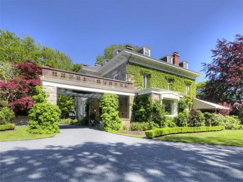 Elegantly Understated Stone Villa in Newport Rhode Island