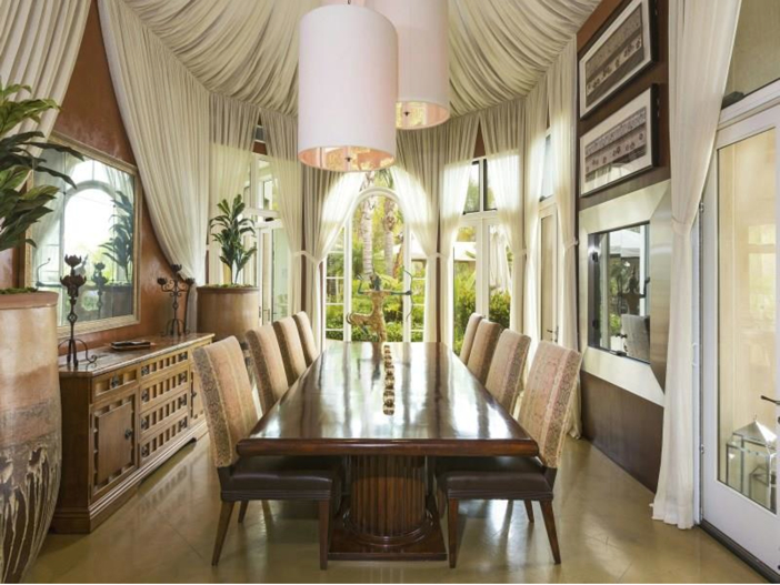 $14.5 Million Luxurious Villa in Pacific Palisades, California - Dining Room