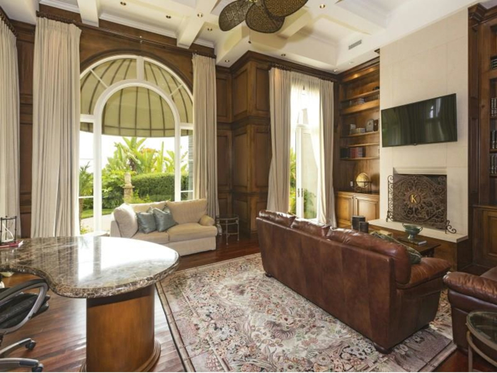 $14.5 Million Luxurious Villa in Pacific Palisades, California - Fireplace