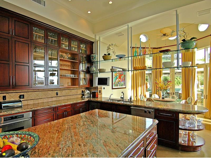 $14.5 Million Luxurious Villa in Pacific Palisades, California - Kitchen Cabinets