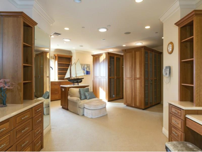 $14.5 Million Luxurious Villa in Pacific Palisades, California - Master Closet