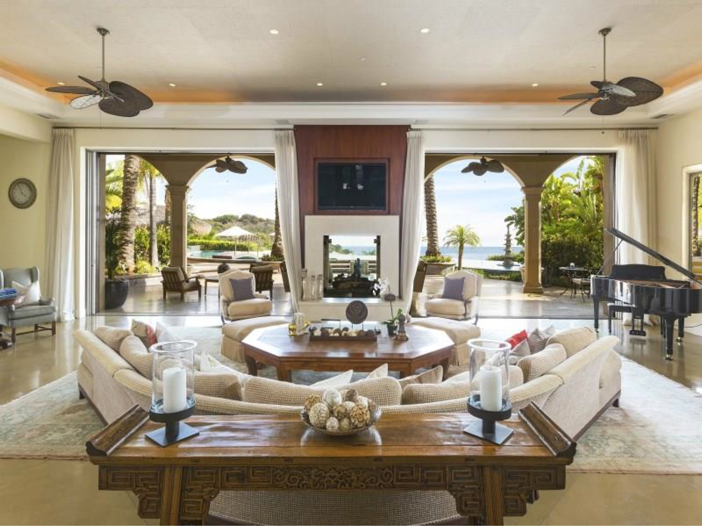 $14.5 Million Luxurious Villa in Pacific Palisades, California - Open living room