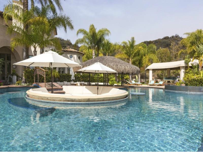 $14.5 Million Luxurious Villa in Pacific Palisades, California - Pool with sunken sitting area