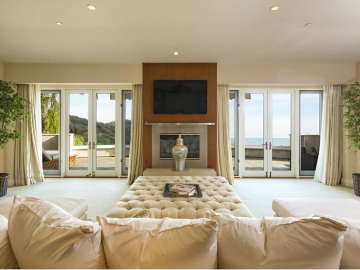 $14.5 Million Luxurious Villa in Pacific Palisades, California - Sitting Area with Fireplace