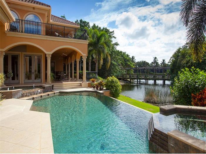 $4.5 Million Luxurious Estate in Naples, Florida - Infinity Pool