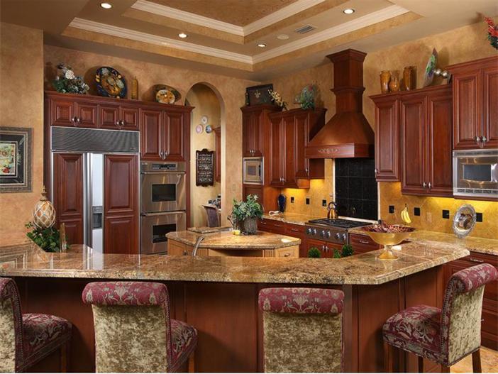 $4.5 Million Luxurious Estate in Naples, Florida - Kitchen