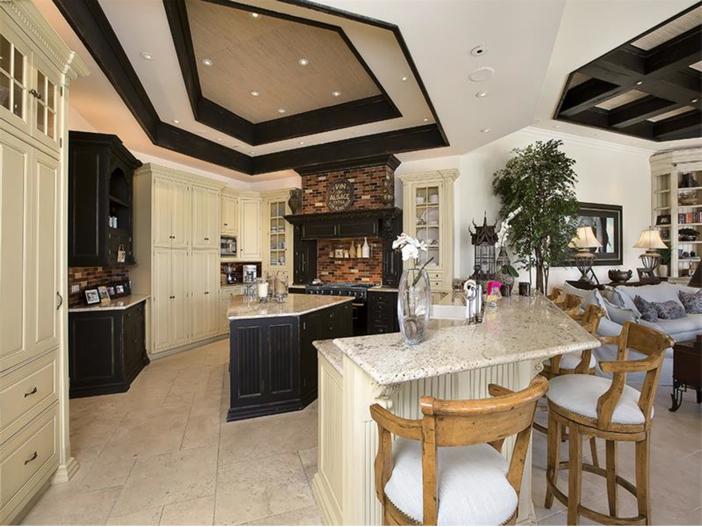 $5.1 Million Elegant European Mansion in Naples, Florida - Kitchen
