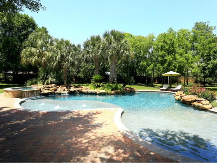 $5.7 Million Magnificent Gated Estate in Houston, Texas - Incredible Pool
