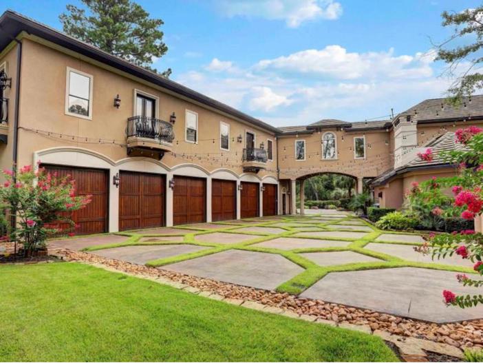 $7.5 Million Mediterranean Mansion in Houston, Texas - Motor Court