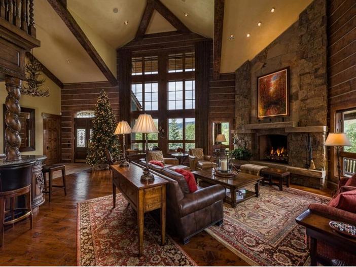 $10.9 Million Luxury Log Home in Beaver Creek, Colorado - Living Room