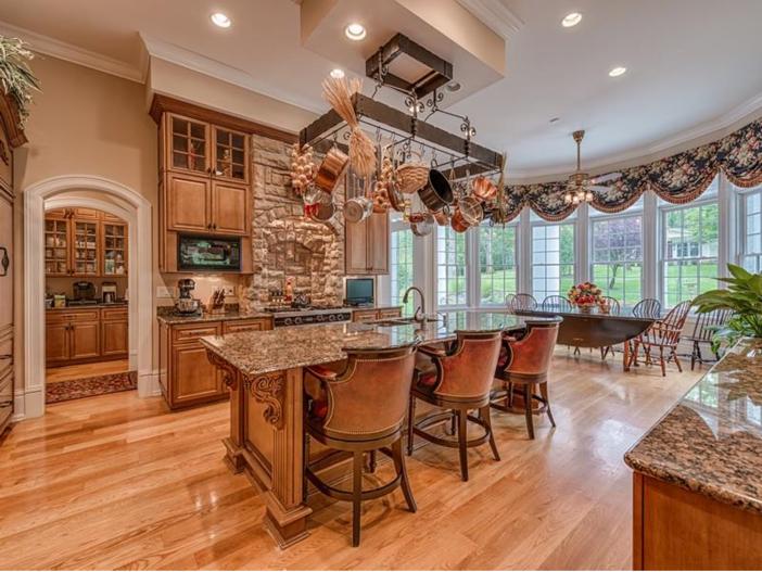 $2.9 Million Greek Revival Mansion in St. Louis, Missouri - Kitchen