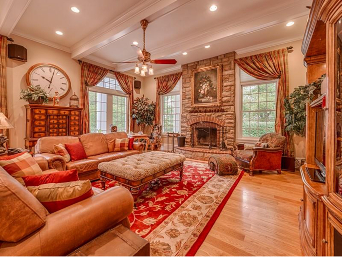 $2.9 Million Greek Revival Mansion in St. Louis, Missouri - Living Room