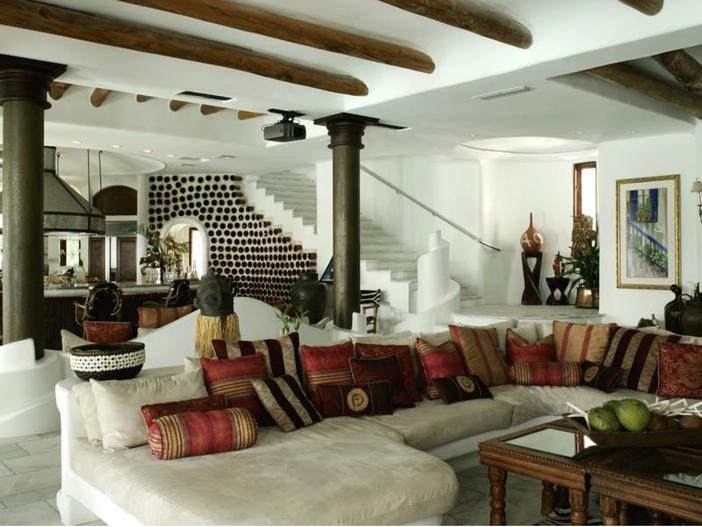 $22.5 Million Modern Mediterranean Mansion in Miami Beach, Florida - Living Room