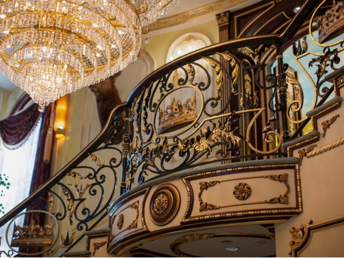 $38.8 Million Stunning Mansion in Los Angeles, California - Chandelier