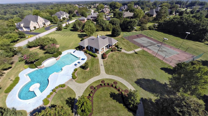 $2.9 Million Grand Estate in Bowling Green, Kentucky 3