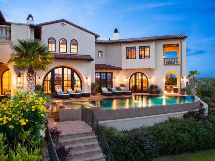 $9.9 Million Villa La Isla in Spicewood, Texas