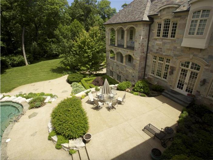 $3.9 Million Majestic Stone Mansion in Barrington Hills, Illinois 12