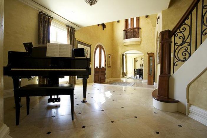$3.9 Million Majestic Stone Mansion in Barrington Hills, Illinois 3