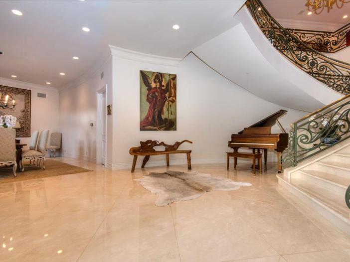 $9.9 Million Elegant Architecture in Los Angeles, California 6