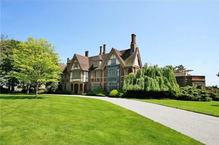 $16.9 Million Historic Oceanfront Estate in Newport Rhode Island 7