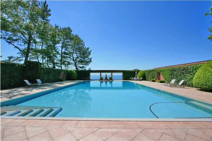 $16.9 Million Historic Oceanfront Estate in Newport Rhode Island 8