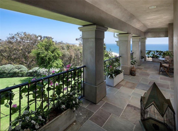 $21.9 Million Traditional Mansion in Pacific Palisades California 9