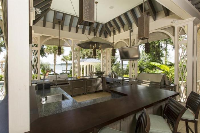 $12.5 Million Paula Deen Riverbend Estate in Savannah Georgia 13