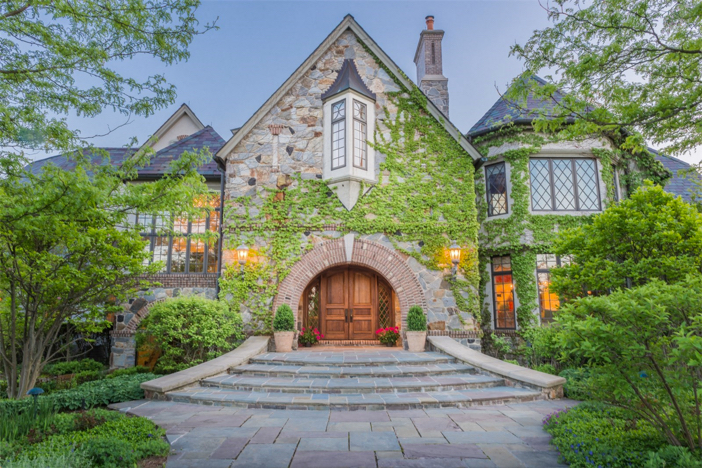 $18.7 Million Hidden Ponds Estate in Barrington Hills Illinois