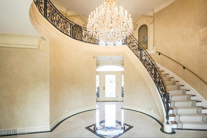 $2.75 Million Traditional Luxurious Mansion in Prospect Kentucky 3