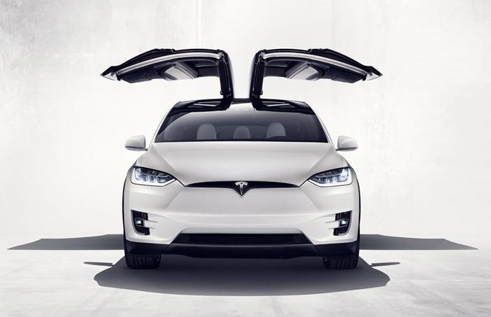 Tesla-Model-X-Falcon-Doors
