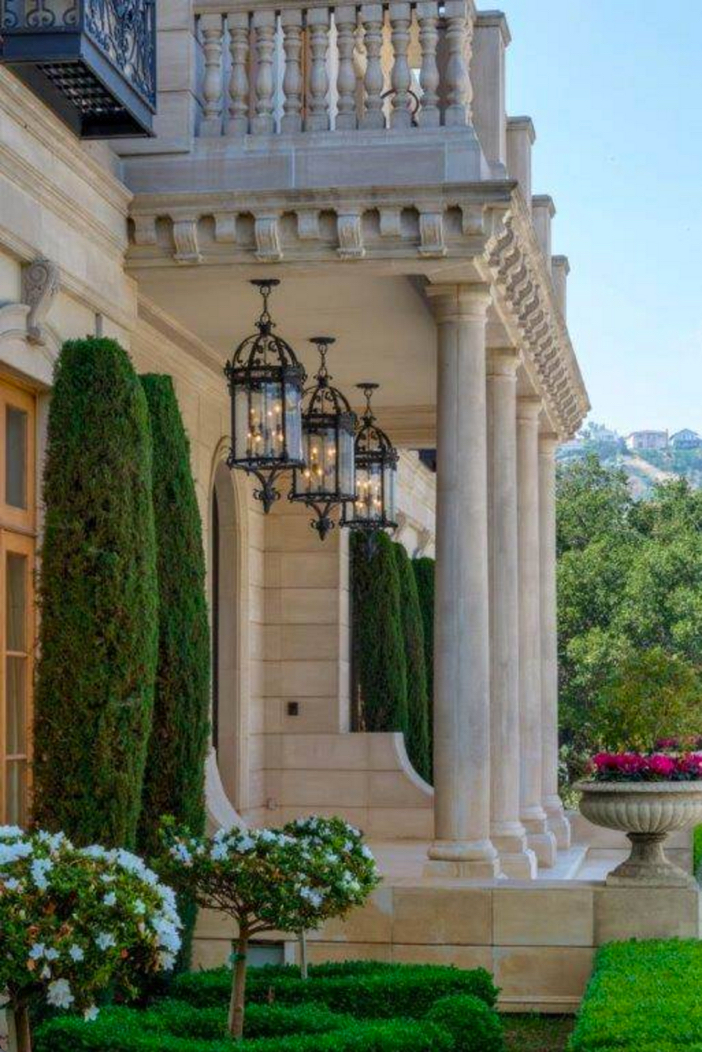 estate of the day 29 9 million french chateau mansion in beverly hills california. Black Bedroom Furniture Sets. Home Design Ideas