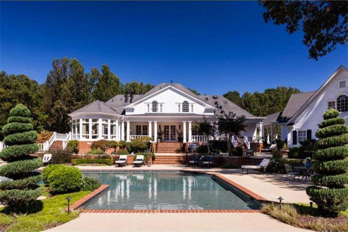 $3.4 Million Elegant Traditional Estate in Georgia 3