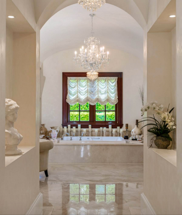 $35 Million Private and Gated Italian Villa in Beverly Hills California 21