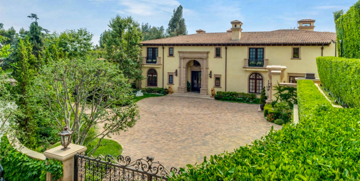$35 Million Private and Gated Italian Villa in Beverly Hills California 4