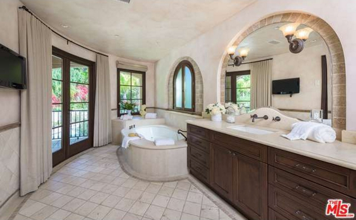 $12.9 Million Tuscan Mediterranean Villa in Beverly Hills 14