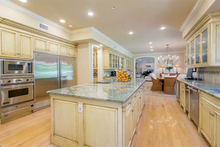 12-9-million-nantucket-classic-in-brentwood-california-9