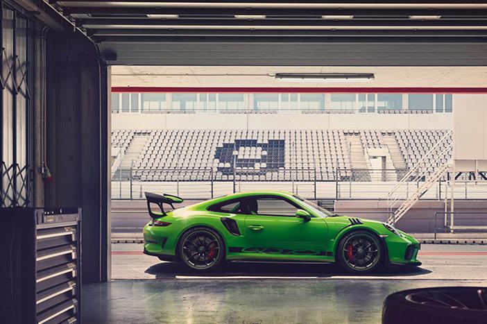 Porsche-991-2-GT3-RS-Garage-Side